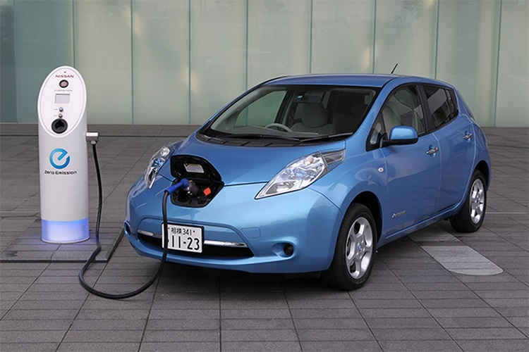 nissan leaf electric car sustainable living